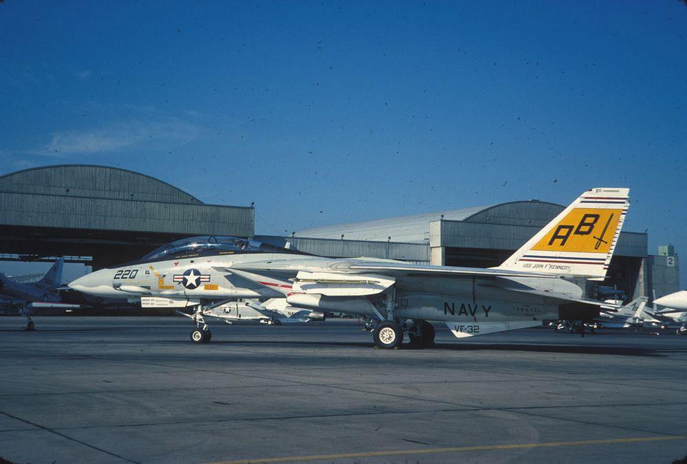 F-14A%20159612%20AB220%20VF-32%20-%206.j
